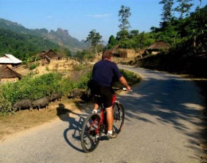 BIKING FROM LUANG PRABANG TO VIENTIANE